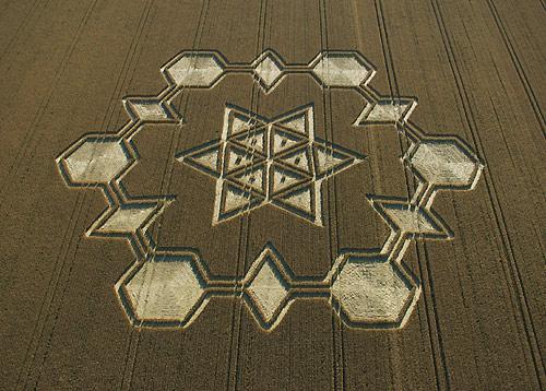 Kruhy v obilí a hexagram