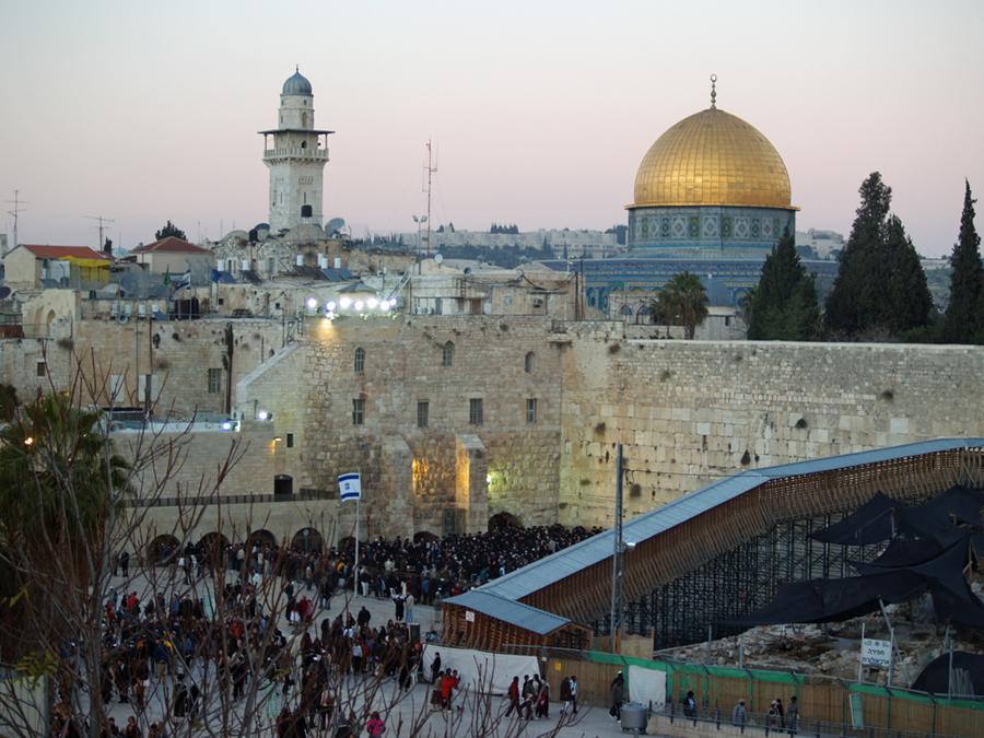 Židovská Zeď nářků a islámský Skalní dóm